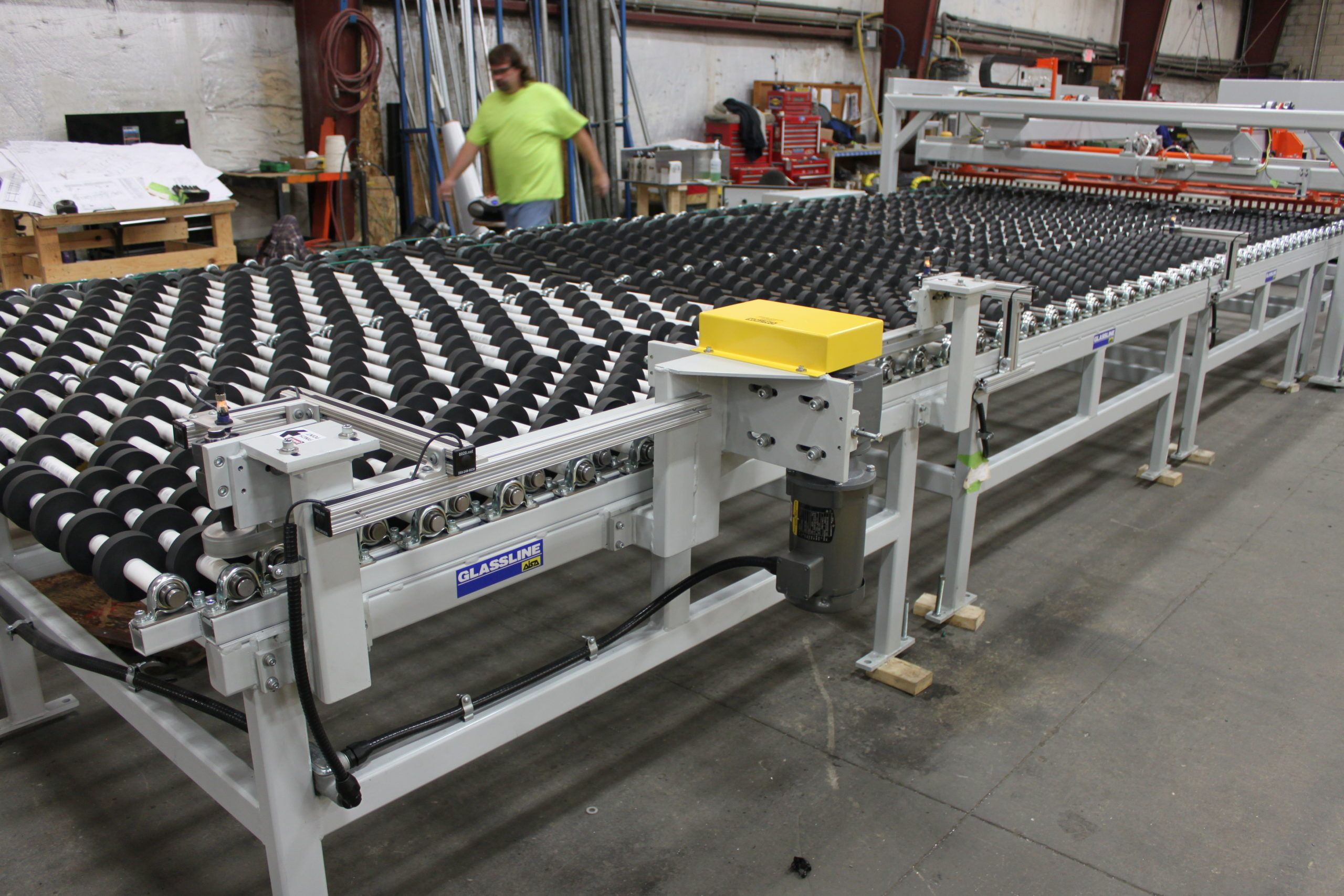 Roll Conveyors - Canted Roll Conveyor with Edge Guide Belt | Glassline
